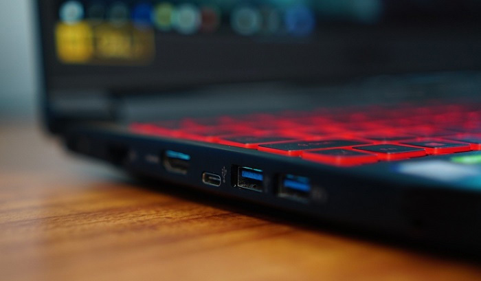 Acer-Nitro-7 Adequate number of ports and connectors