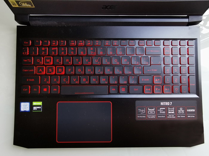 Acer-Nitro-7 Convenient keyboard and touchpad